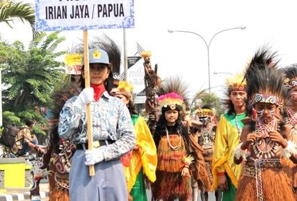 Kebudayaan Dari Provinsi Papua yang ikut serta memeriahkan Kirab Budaya Nusatara dalam HUT Karawang ke 379
